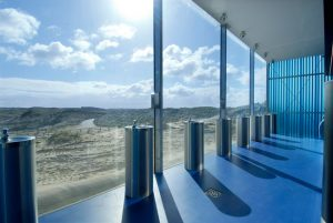 Bathroom with a Dutch dune view at Parnassia in Bloemendaal aan zee